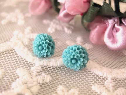 Flirty and floral. Stud earrings. Simple.