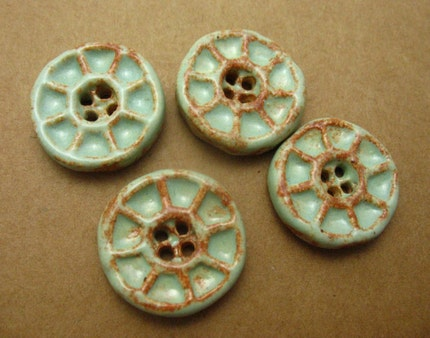 Pistachio Wagon Wheel Ceramic Shank Buttons