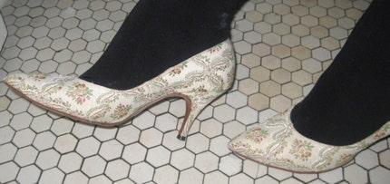 baroque rococo vintage low heels size 5 or 6 US