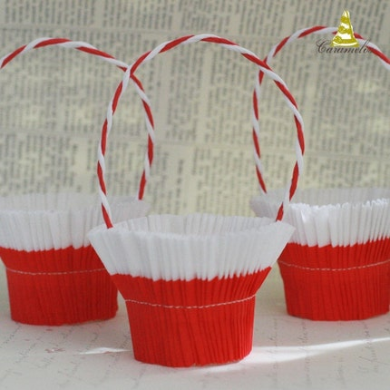 Set of 6 Red and White crepe paper nut cups