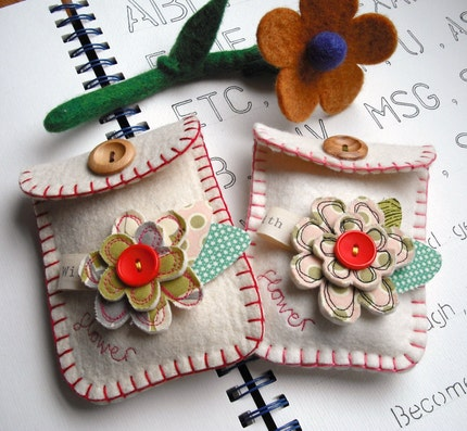Flower Felt Pouch (red stitch)