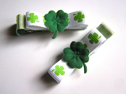 St Patricks Day Green Clover Clippies