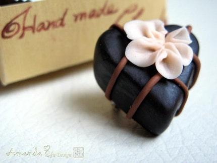 Extraordinary Beauty - Everlasting Chocolate Brosch with exquisite handmade gift box