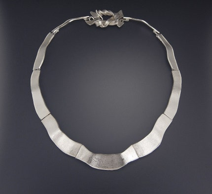 Silver Ribbon  Barcelona Necklace