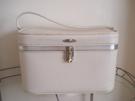 Retro 1950s IVORY FeatherLite TRAIN CASE