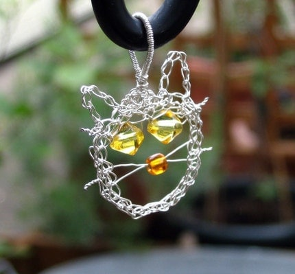 Silver plated wire crochet cat head pendant - kitty line