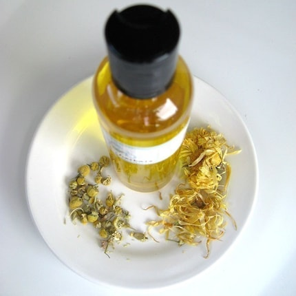 Calendula and Chamomile Oil by Aromaherbals