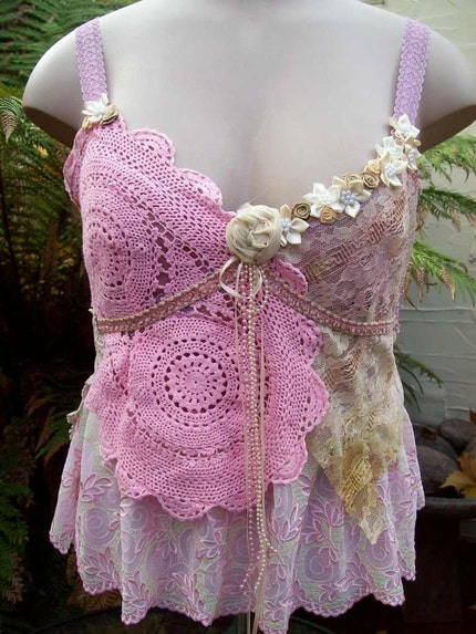VINTAGE KITTY.. SWEET LACEY VELVET CAMI.. ROSES, LACE, BEADING, PINK, MAUVE.. SIZE LARGE