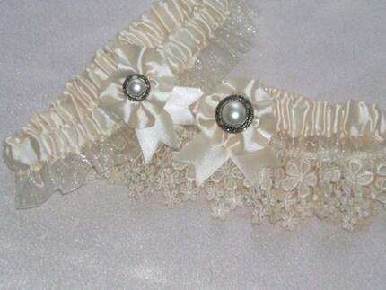 Heirloom Ivory Venice Lace Garter Set