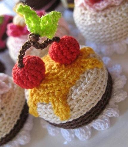 YART SALE Amigurumi cake cell phone charm