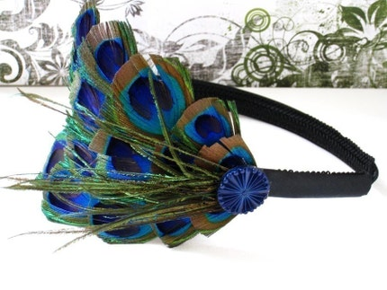 HUDSON - Peacock feathers adorned with a blue burst button