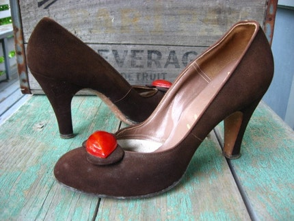 Vintage 1940s Chocolate Suede Pumps Red Lucite DeLiso Debs 6.5