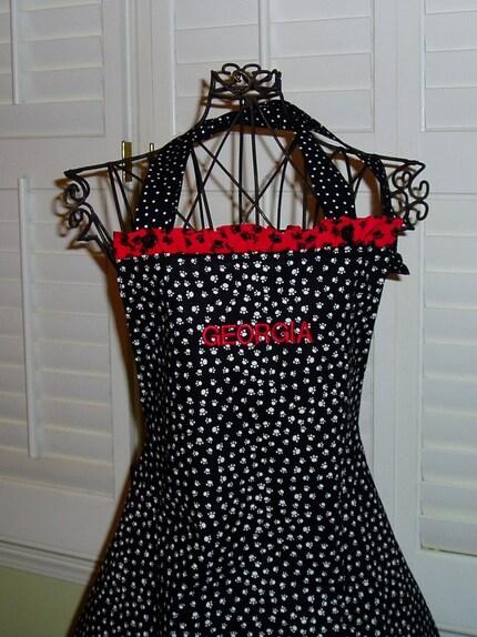 Black/white paw print apron