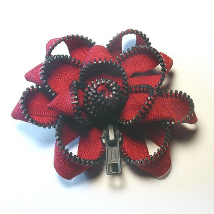 Zipper Pin  red/black