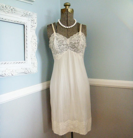 Vintage Vanity Fair Nighty- Size 32 Small