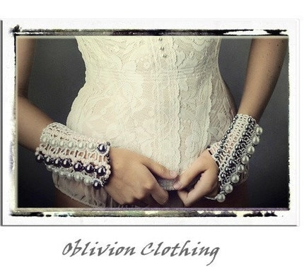 outstanding bridal bracelet / glove