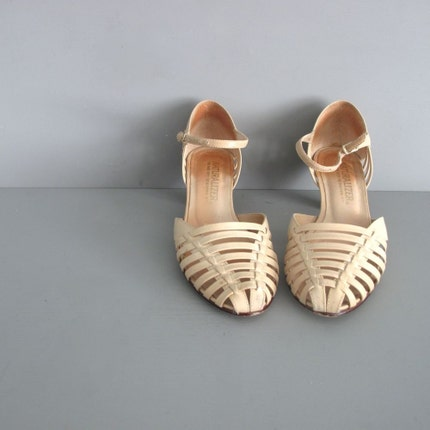 vintage NUDE LEATHER caged kitten heels 5