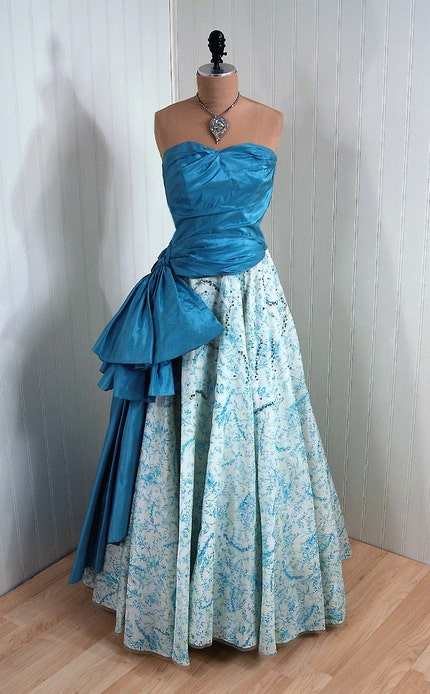 1950's Vintage Elegant Ruched-Strapless I.Magnin Designer-Couture Aqua and White Sequin Silk-Taffeta Bombshell Peplum Prom Wedding Party Cocktail Dress Gown