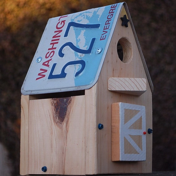 Upcycled WASHINGTON License Plate Bird House / Nest Box for Bluebird, Chickadee, Nuthatch, Titmouse or Carolina Wrens/Great gift for your Washington friends