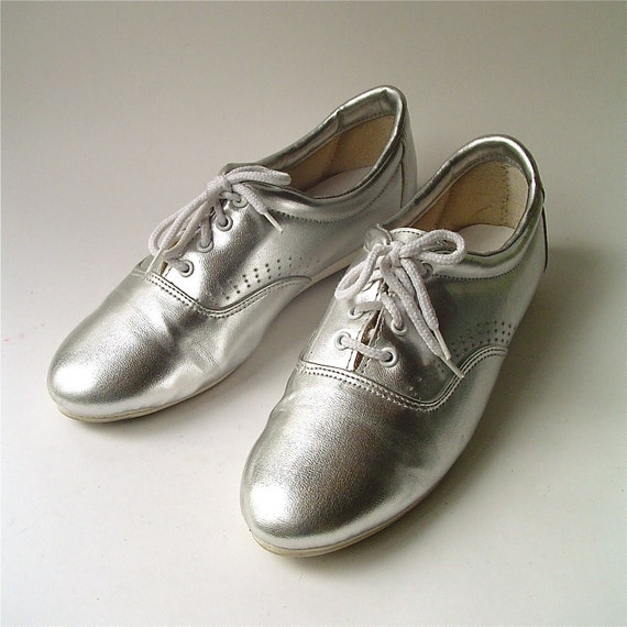 80s vintage Metallic Silver Faux Leather Sneakers