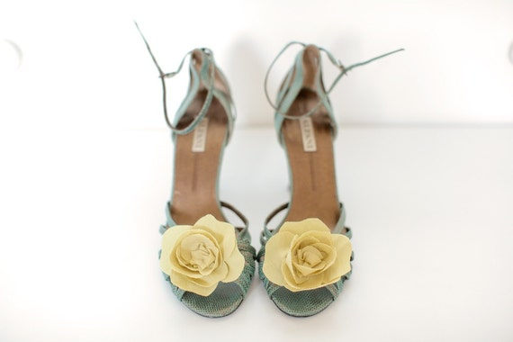 Pale Mustard Bloom- Shoe Clips