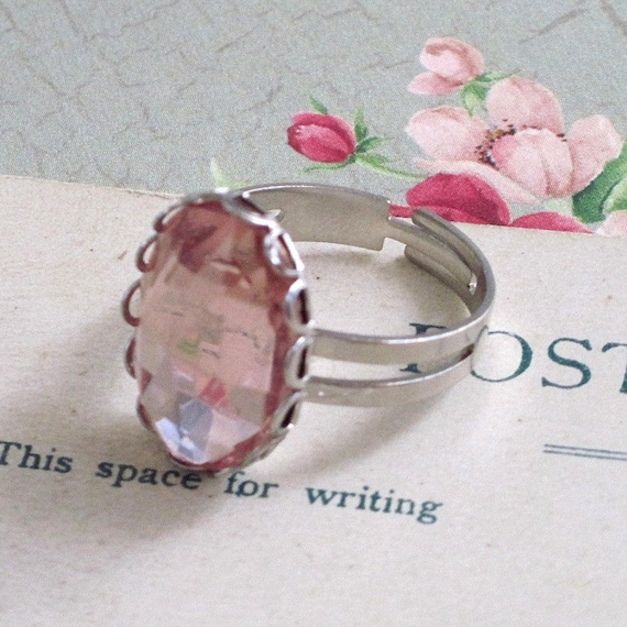 Jewelry. Ring, Vintage, Glass Jewel, Oval, Pink, Rose, Silver. Estate.