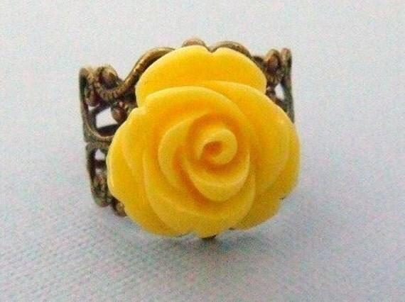 Vintage Rose Ring in Lemon Yellow