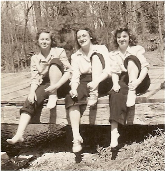 Teen Saddle Shoes Wonderful VINTAGE 1930s SNAPSHOT TEEN GALS by ...