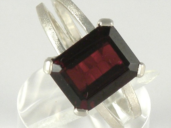 January Birthstone - Garnet - Sterling Silver Chaton Gem Ring
