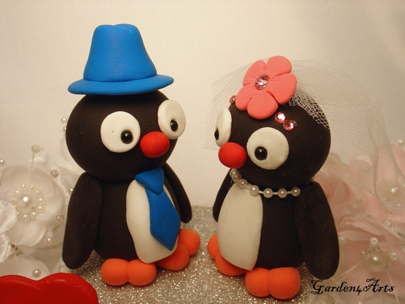 SPECIAL FOR 2011---love penguin couple with heart base (custom order)