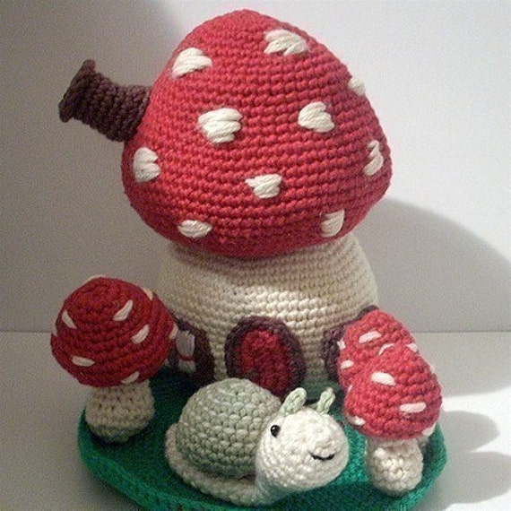 PDF Crochet Pattern - Mushroom House. Availble in English or Swedish.