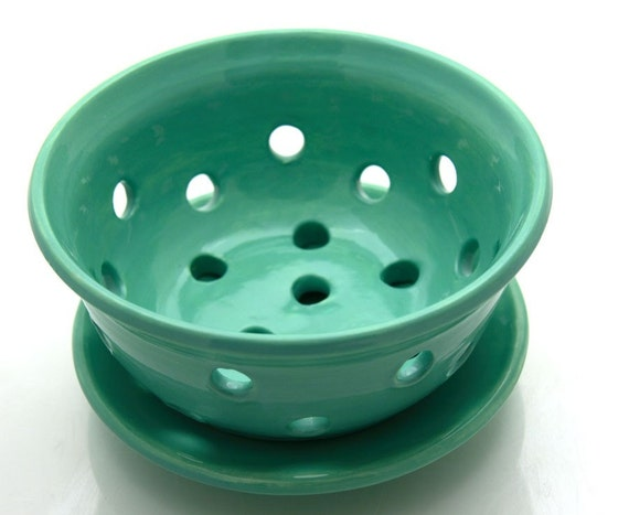 Berry Bowl Small Collander with Plate Seafoam Green