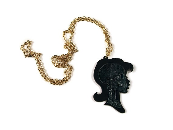 Xmay Cameo - Etched skull silhouette necklace (girl)