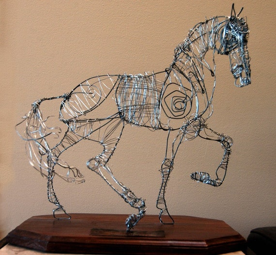 Wire horse sculpture -Sentirse Vivo-