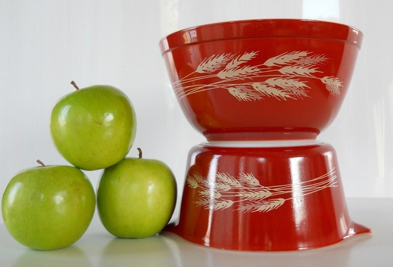 Vintage Pyrex Autumn Harvest Mixing Bowl and Casserole Set