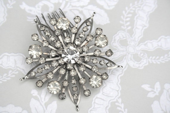 Loretta - Hair Adornment is a 1940's Silver and Crystal Vintage Wedding Brooch - Le Chic Vintage Collection