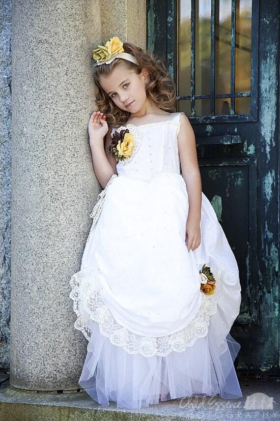 زیبا نخ نما شیک پرنعمت لباس سفید برای آن مناسبت خاص