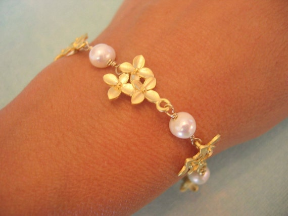 Three Flowers and Pearl Bracelet