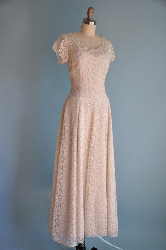 vintage 1950s classic dreamy WHIMSICAL and LACE wedding dress with VEIL
