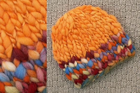 فروش -- نوزاد یکنوع عرقچین کوچک کهمحصلین برسر میگذارند کلاه -- عکاسی سرپا نگه داشتن -- نارنجی ، قرمز ، زرد ، آبی