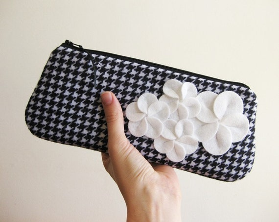 READY TO SHIP - Clutch zipper purse black and white houndstooth with felt flowers
