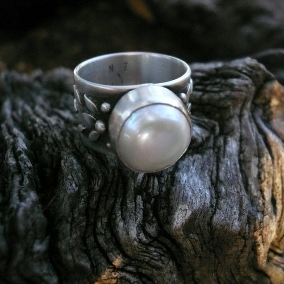 Tune in Pearl Ring