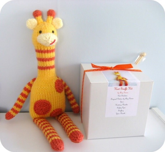 Kit - Knit Giraffe Kit by Amy Gaines