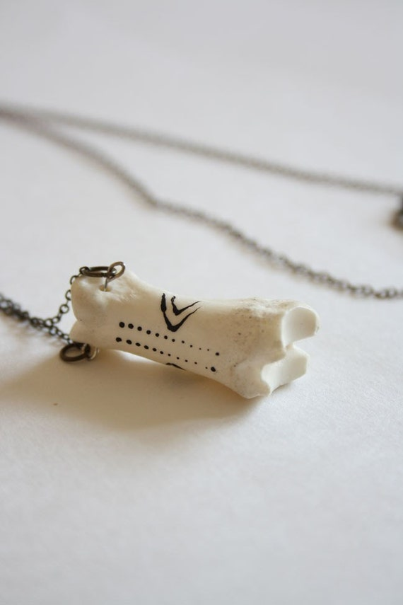 Sauniq - tiny tattooed bone necklace