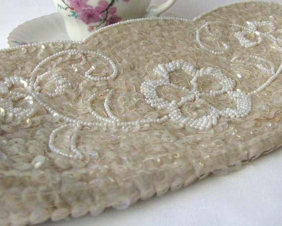 Vintage LA Regale Sequined Beaded Cream Evening Clutch