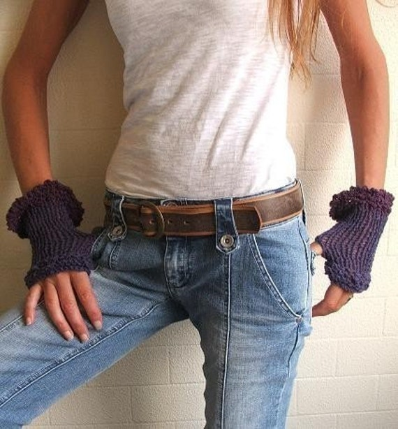 Aubergine frill romantic gloves Last pair in this shade