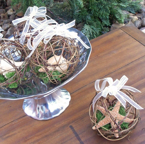 Beach Wedding Starfish/ Seashell Favors/ Ornaments - Set of four