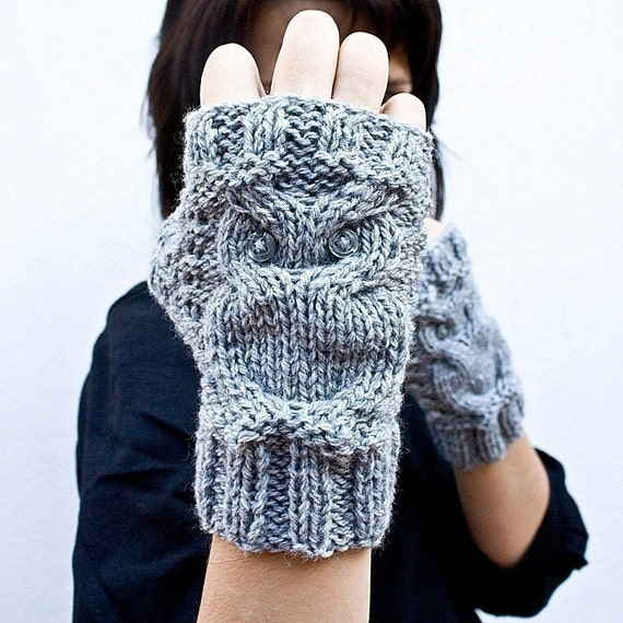 Little owl fingerless gloves in light grey