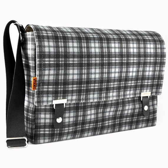 "Messenger bag for 11"" MacBook Air - black and gray cotton plaid"