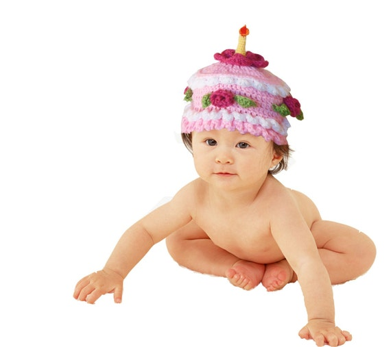 Birthday cake hat with crocheted candle on top. Perfect photo prop for 1-year birthday shooting or gift for first birthday party.